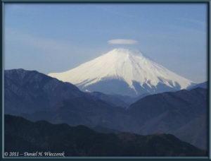 Mar06_07_Takao_MtFujiUmbrella_RC