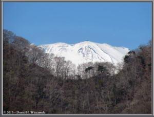 Mar16_023_ClimbingMtMyojingatake_MtFujiRC
