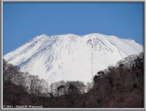 Mar16_031_ClimbingMtMyojingatake_MtFujiRC