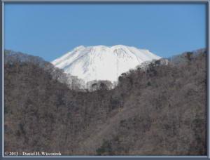 Mar16_032_ClimbingMtMyojingatake_MtFujiRC