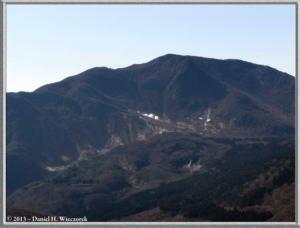 Mar16_035_ClimbingMtMyojingatake_OwakudaniRC