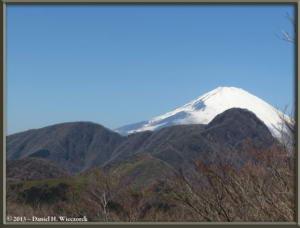 Mar16_068_ClimbingMtMyojingatake_MtFujiMtKintokiRC