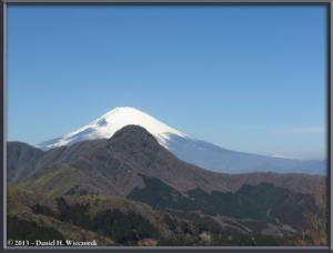 Mar16_070_ClimbingMtMyojingatake_MtFujiMtKintokiRC
