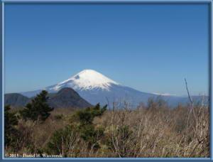 Mar16_083_ClimbingMtMyojingatake_MtFujiMtKintokiRC