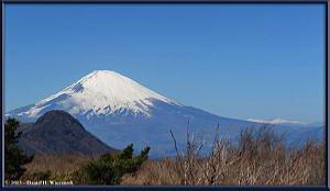 Mar16_084_085_Panorama_Adj_ClimbingMtMyojingatake_MtFujiMtKintokiRC