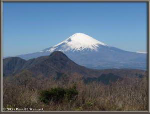 Mar16_092_ClimbingMtMyojingatake_MtFujiMtKintokiRC