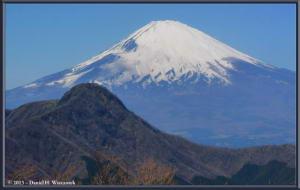 Mar16_093_094_Panorama_PSTM_Adj_ClimbingMtMyojingatake_MtFujiMtKintokiRC