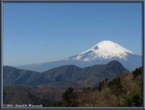 Mar16_107_ClimbingMtMyojingatake_MtFujiMtKintokiRC