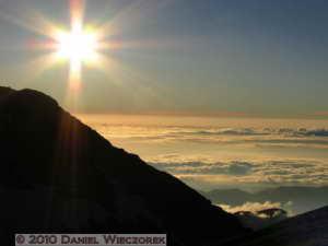 Jul23_432_MtShiroumadakeHut_SunsetTimeRC