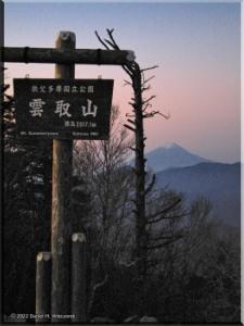 Nov05_Kumotori_SummitSunriseSignRAW05RC.jpg