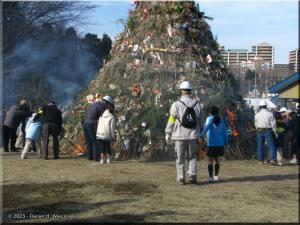 Jan19_TamasakaiParkNewYearBonfire05RC.jpg