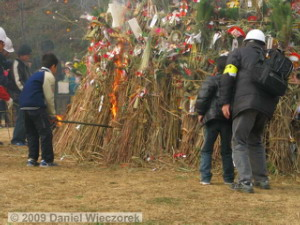Jan18_TamaSakaiNewYearBonfire15RC.jpg