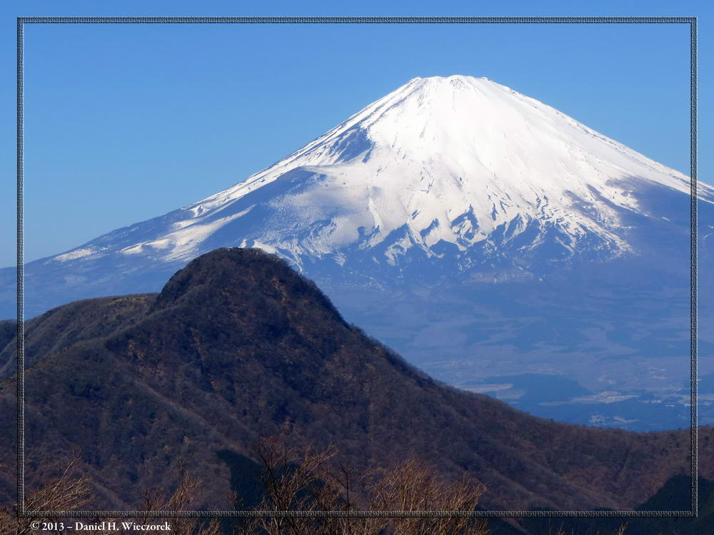 Mt. Fuji and Mt. Kintoki from the trail to Mt. Myojin (Myojingatake)