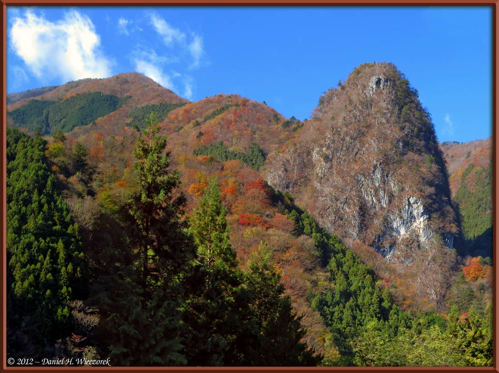 Inamura Rock Fall Color - Fine Autumn Colors at Higashi Nippara