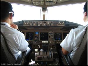 Cockpit_Boeing777_Haneda_Osaka04RC.jpg