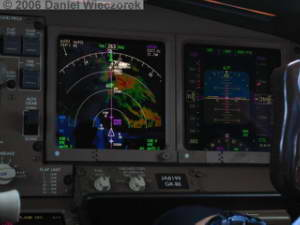 Cockpit_Boeing777_Haneda_Osaka09RC.jpg