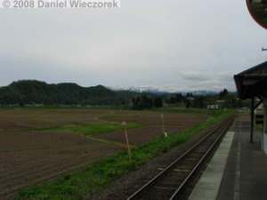 May05_Tsuya_Station_Train03RC.jpg