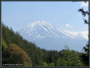 May02_106_MtKurodake_MtFujiFromHahanoshiraEntranceRC