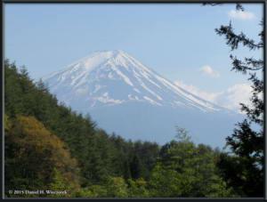 May02_112_MtKurodake_MtFujiFromHahanoshiraEntranceRC