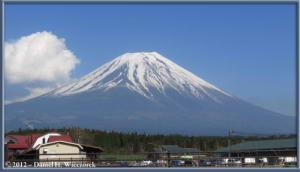 Apr28_154_AsagiriKogenRoadHouse_MtFuji_RC