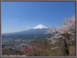 Apr29_163_KawaguchiLake_KachikachiRopewayTop_RC