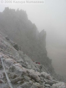 08Oct_Komagatake_DownTrail_Ice_Dan09RC.jpg