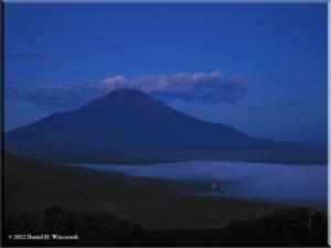 MtMyoujin_MtFuji_Sunrise02RC.jpg