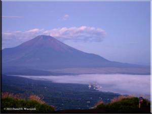 MtMyoujin_MtFuji_Sunrise07RC.jpg