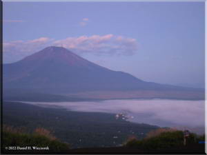 MtMyoujin_MtFuji_Sunrise08RC.jpg