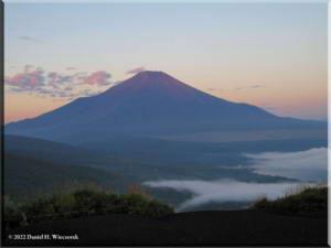 MtMyoujin_MtFuji_Sunrise23RC.jpg