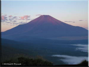 MtMyoujin_MtFuji_Sunrise28RC.jpg