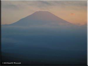 MtMyoujin_MtFuji_Sunset34RC.jpg
