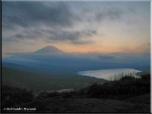 MtMyoujin_MtFuji_Sunset36RC.jpg