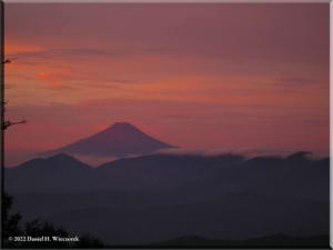 Sep05_Kumotori_Summit_Sunrise21RC.jpg