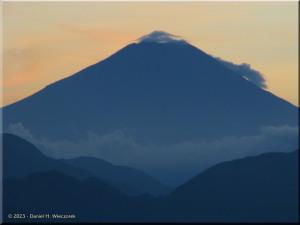 Sep17_Takao_Summit_Fuji47RC.jpg