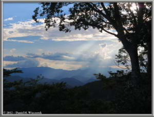 Aug31_07_MtTakao_SunRaysRC