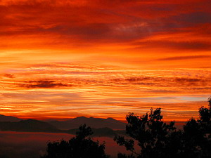 Super Beautiful Sunset - Mt. Kumotori, September 22 (1.0 MB JPG File)